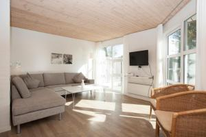 Ho Three-Bedroom Apartment 03, Holiday parks  Blåvand - big - 22