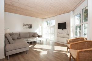 Ho Three-Bedroom Apartment 05, Dovolenkové parky  Blåvand - big - 32