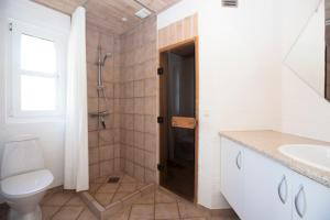 Ho Three-Bedroom Apartment 05, Dovolenkové parky  Blåvand - big - 28