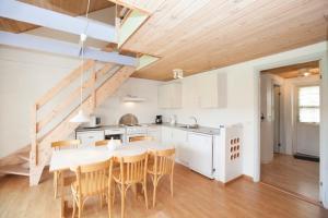 Ho Three-Bedroom Apartment 05, Dovolenkové parky  Blåvand - big - 25