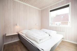 Ho Three-Bedroom Apartment 05, Dovolenkové parky  Blåvand - big - 15