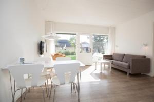 Ho Three-Bedroom Apartment 05, Dovolenkové parky  Blåvand - big - 13