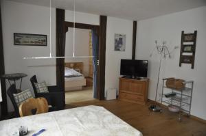 Chesa Viletta, Apartments  La Punt-Chamues-ch - big - 26