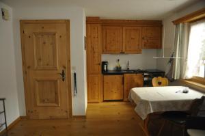 Chesa Viletta, Apartments  La Punt-Chamues-ch - big - 24