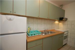 Apartments Visković 762, Apartmány  Tučepi - big - 32
