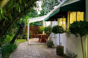 Le Roux's Guest House, Bed & Breakfasts  Oudtshoorn - big - 11
