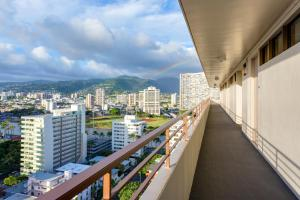 Partial Ocean View with Kitchen - Diamond Head Tower
