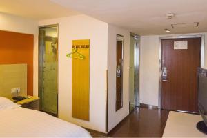 Motel Shanghai Disney Zhoupu Wanda Plaza, Hotel  Shanghai - big - 18