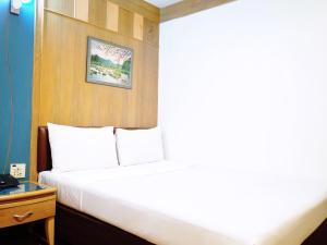 Standard Double Room No Window
