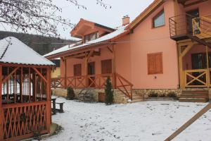 Apartmany u Janka Vinné Jazero, Penziony  Vinné - big - 11