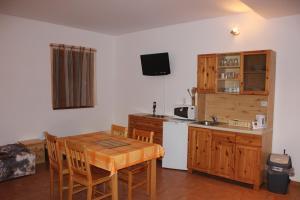 Apartmany u Janka Vinné Jazero, Penziony  Vinné - big - 5