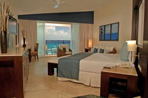 Royal Tower Suite Ocean Front  (Adults Only)