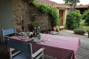 Chez Jasmin, Bed & Breakfasts  La Chapelle-Saint-Laurent - big - 17