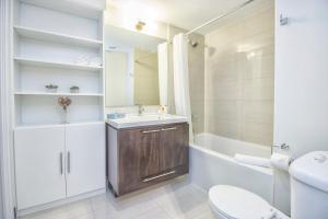 Republic on Roehampton Avenue - Furnished Apartments, Apartments  Toronto - big - 4