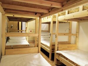 Einzelbett im 10-Betten-Schlafsaal für Männer