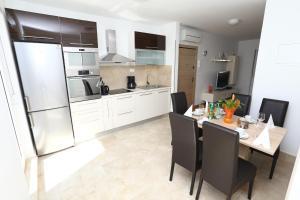 Apartment Parlov 2, Apartmanok  Podstrana - big - 16