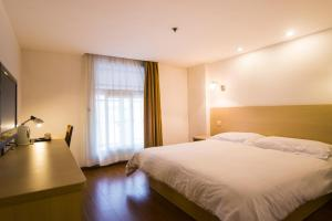 Motel Shanghai Xincun Road Metro Station Ganquan Park, Hotel  Shanghai - big - 1