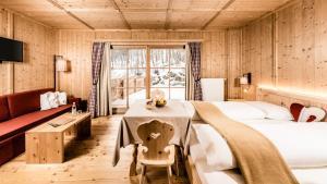 Hotel Oberraindlhof, Hotely  Senales - big - 16