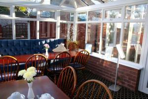 Barton Villa, Гостевые дома  Dukinfield - big - 35