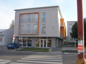 3 star hotel Hotel Arli Senica Slovakia