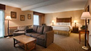 King Suite with Hot Tub - Non Smoking