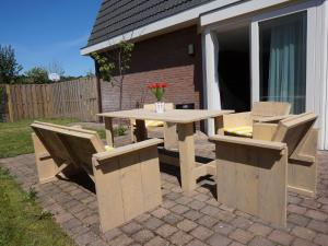 Holiday home Bungalowpark T Lappennest, Holiday homes  Noordwijk - big - 1