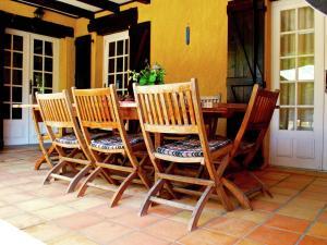 Villa Maison Les Bois, Villák  Bouzic - big - 35
