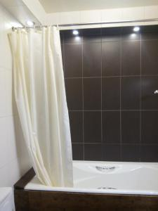 Apartment Zvezdova, Apartmanok  Omszk - big - 31