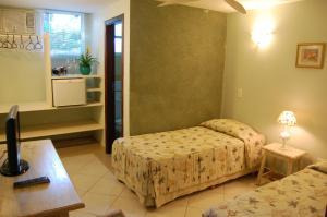 Standard Double Room -  3/4 Below Ground