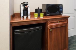 Chambre avec 2 Lits Doubles et Douche Accessible en Fauteuil Roulant - Accessible aux Personnes à Mobilité Réduite