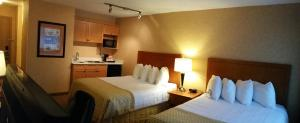 Queen Room with Two Queen Beds with Kitchenette