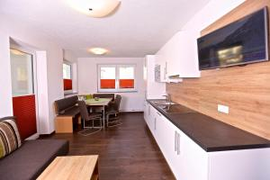 Ladis Living, Apartmanok  Ladis - big - 36
