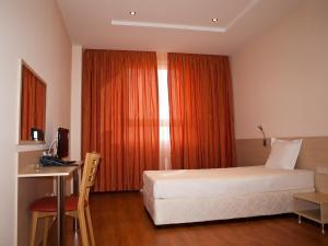 Hotel Astra, Hotely  Sofia - big - 19