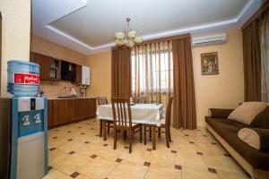 Guest House Yuzhniy, Locande  Divnomorskoye - big - 11