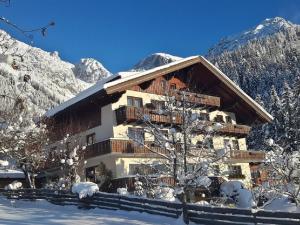 Alpenhof, Bed & Breakfasts  Ramsau am Dachstein - big - 24