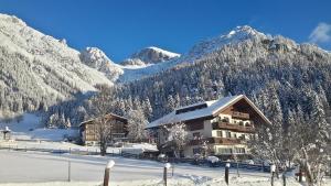 Alpenhof, Bed & Breakfasts  Ramsau am Dachstein - big - 28