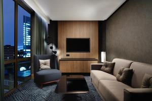 Deluxe Junior Suite with Lounge Access