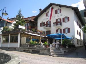Hotel Schuster, Hotely  Colle Isarco - big - 1