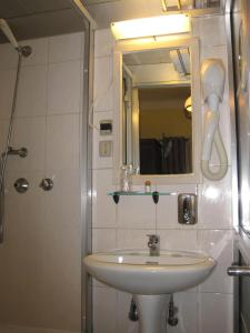 Faria Guimares Porto Centro - Rooms & Cosy Apartments, Affittacamere  Oporto - big - 17