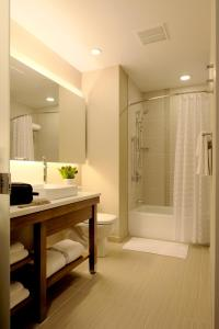 King Room with Bath Tub- Disability Access