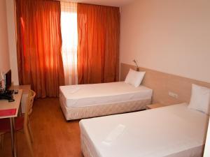 Hotel Astra, Hotely  Sofia - big - 21