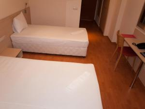 Hotel Astra, Hotely  Sofia - big - 23