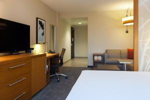 Zimmer mit Kingsize-Bett und rollstuhlgerechter Dusche - barrierefrei/Nichtraucher