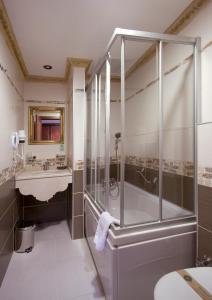 Hotel Sapphire, Отели  Стамбул - big - 38