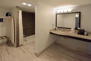 Habitación con cama extragrande y ducha a ras de suelo - Adaptada para personas de movilidad reducida - No fumadores