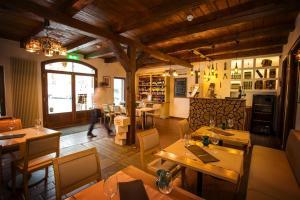 Crocus Gere Bor Hotel Resort & Wine Spa, Hotel  Villány - big - 74