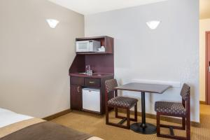 Queen Suite with Kitchenette - Non Smoking