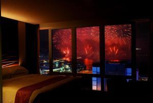 Luxury Queen Room with Harbour View