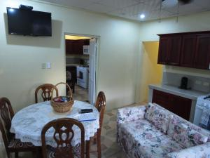 J & G's Tropical Apartments, Apartmány  Crown Point - big - 36