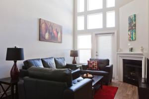Westwood Townhouse Apartment